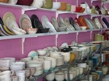 陶器镀盘和碗 免版税库存图片