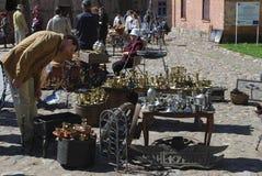 """陶格夫匹尔斯/拉脱维亚†""""2018年5月5日:跳蚤市场是在度假在陶格夫匹尔斯堡垒 图库摄影"""