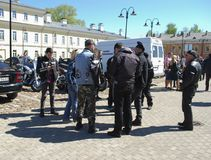 陶格夫匹尔斯/拉脱维亚- 2018年5月5日:骑自行车的人每年汇聚从波儿地克的国家的在陶格夫匹尔斯 库存照片