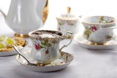 陶瓷咖啡罐 免版税库存图片