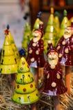 陶瓷圣诞老人和树装饰形象 库存图片