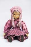 陶瓷在桃红色葡萄酒的瓷手工制造玩偶穿衣 库存照片