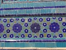 陶瓷墙壁的墙壁的蓝色花的装饰 乌兹别克斯坦 库存照片