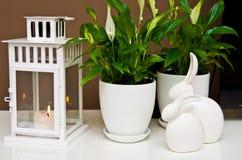 陶瓷复活节兔子静物画 免版税库存照片