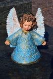 陶瓷天使,守卫天使公墓,睡觉天使公墓,作天使公墓,由陶瓷做的天使,天使公墓 免版税库存照片