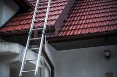 陶瓷屋顶盖瓦 免版税库存照片