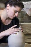 陶瓷工在工作 免版税库存图片