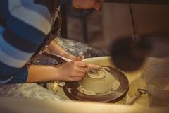 陶瓷工在工作 图库摄影