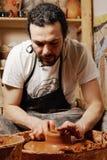 陶瓷工工作 免版税库存图片