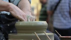 陶瓷工手在工作 股票录像