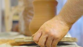 陶瓷工拿着产品 影视素材