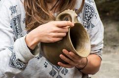 陶瓷工的特写镜头图片 库存图片