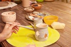 陶瓷工绘黏土 免版税图库摄影
