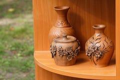 陶瓷手工制造产品被提出在市场 免版税库存图片