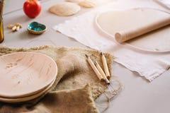 陶瓷技师空白工作场所绘的 创造性的讨论会 库存照片