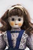 陶瓷有长的棕色头发和蓝色礼服的瓷手工制造玩偶 免版税图库摄影