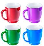 陶瓷杯子、蓝色,绿色,红色和紫色颜色,在whi的孤立 免版税库存图片