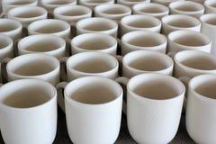陶瓷杯子生产不足 免版税库存照片