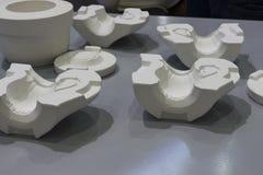 陶瓷泥浆浇注生产过程的白色模子 免版税库存图片