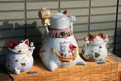陶瓷的猫 免版税库存图片
