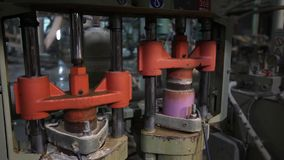 陶瓷砖制造商,黏土,现代工厂,新的工厂,生产,工厂设备的准备 股票录像