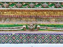 陶瓷砖,花葡萄酒,泰国寺庙装饰样式,曼谷,泰国 免版税库存图片
