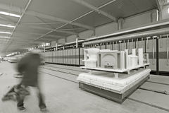 陶瓷空白的自动传输平台 免版税库存图片