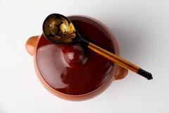 陶瓷罐匙子 免版税图库摄影