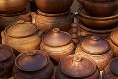 陶瓷罐手工制造黏土 库存图片