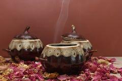 陶瓷罐用热的食物 图库摄影