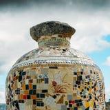 陶瓷花瓶由葡萄牙azulejo做成在东北葡萄牙,欧洲铺磁砖俯视一个谷 免版税库存照片