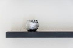 陶瓷苹果 免版税库存照片