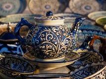 陶瓷茶壶在布哈拉,乌兹别克斯坦 免版税图库摄影