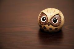 陶瓷逗人喜爱的猫头鹰 免版税库存图片