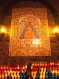 陶瓷铺磁砖的盘区和蜡烛提供 库存照片