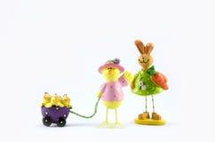 陶瓷鸡家庭和兔子 免版税库存图片