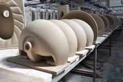 陶瓷水槽工厂 库存照片