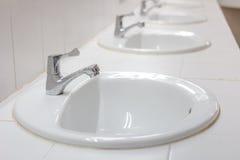 陶瓷水槽白色 免版税库存图片