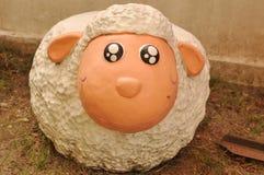 陶瓷绵羊 免版税库存照片