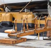 陷井道路被设置到一条老风船 免版税库存图片