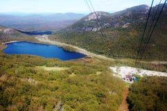 随声附和湖的新罕布什尔视图 免版税库存图片