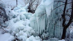 随风飘飞的雪,冰柱冰霜 库存图片