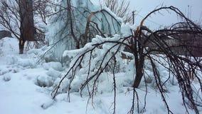 随风飘飞的雪,冰柱冰霜 库存照片
