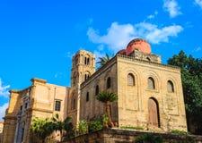 隐士教会的圣约翰在巴勒莫 西西里岛 显示拜占庭式,阿拉伯和诺曼底建筑学的元素教会 免版税库存照片