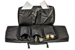 隐瞒的袋子运载冲锋枪 查出 库存图片