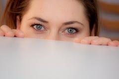 隐藏妇女年轻人 库存照片