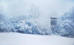 隐藏狩猎 冬天在中欧 降雪 图库摄影