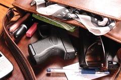 隐藏的枪 库存照片