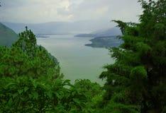 隐藏的湖 免版税库存图片