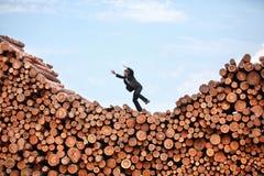 隐喻-跳跃的商人 库存图片